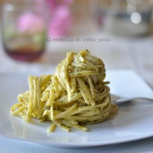 linguine al pesto di basilico e menta con crema di mozzarella