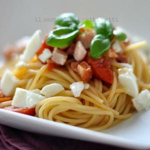 spaghetti con mozzarella e pancetta di bufala